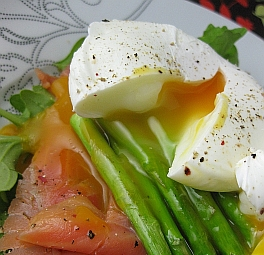 Post image for International Eggs Incident – Poached Eggs and Bloody Mary Breakfast